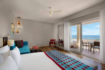 CORNER SUITE WITH JACUZZI AND SEA VIEW
